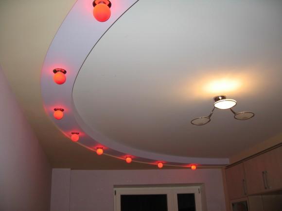 Фото дизайна потолка из гипсокартона на кухне