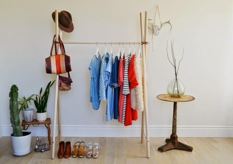 Как сделать напольную вешалку для одежды своими руками фото