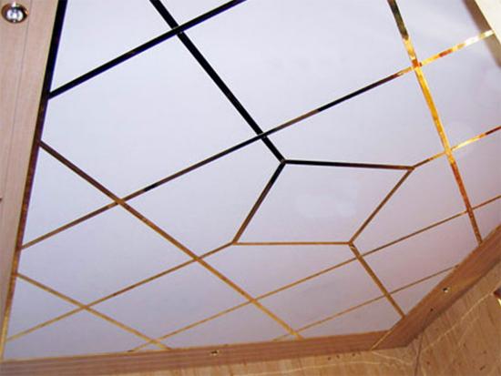 Модные плитки на потолок