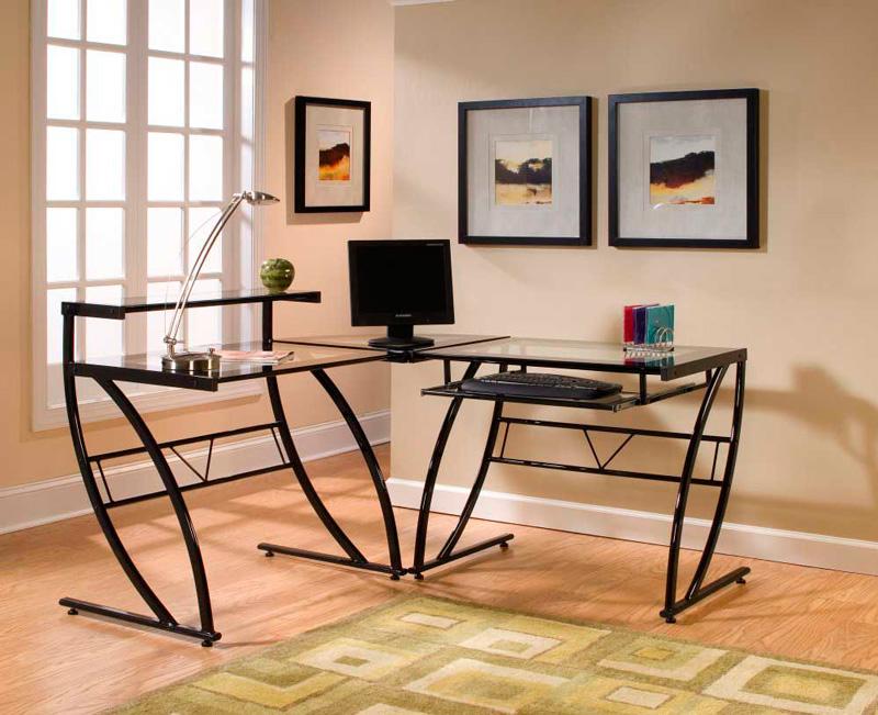 письменный стол с металлическими ножками