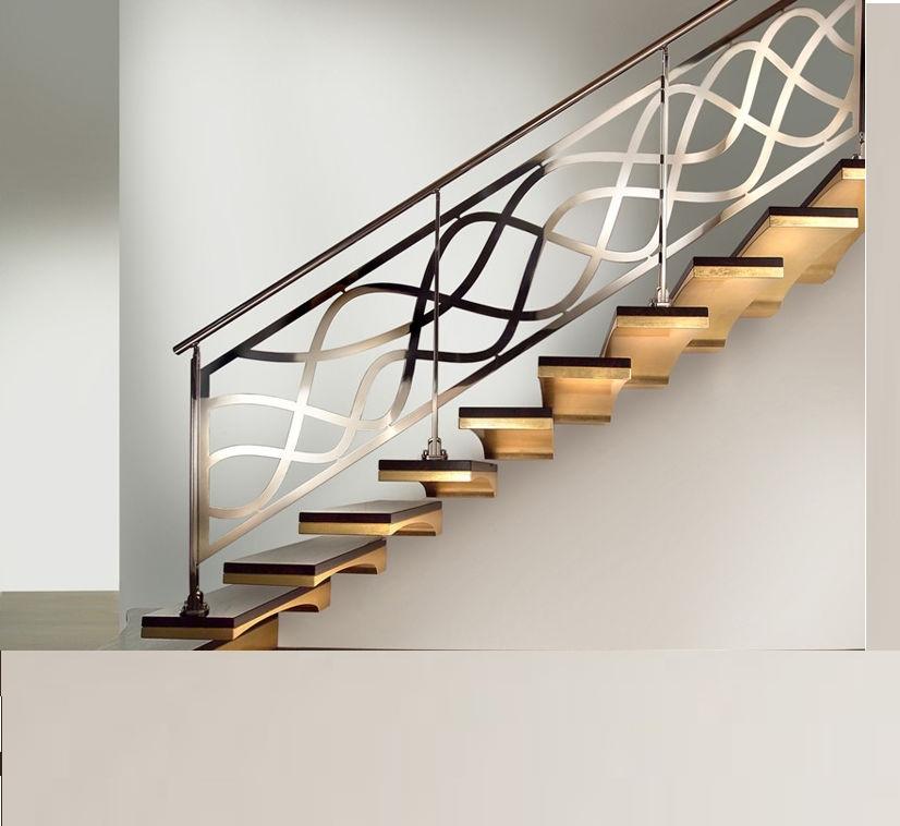 Лестница в доме из металла
