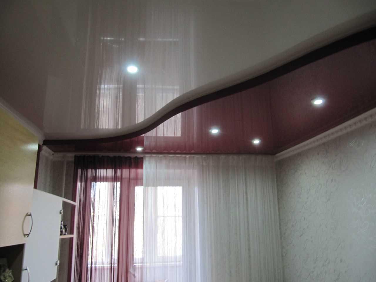 использование 2-х уровневых натяжных потолков в интерьере спальни