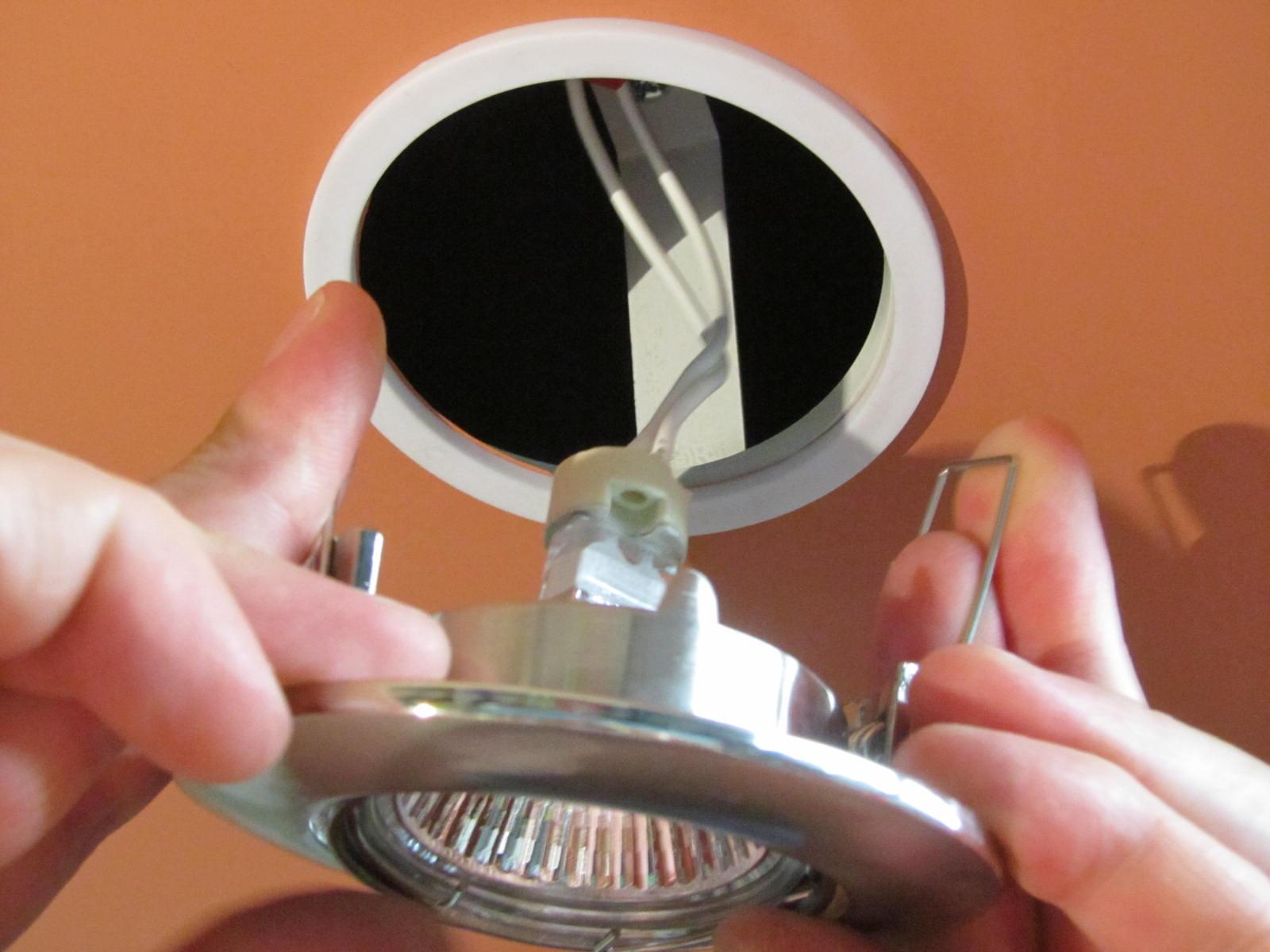 монтаж светильника в ванной комнате