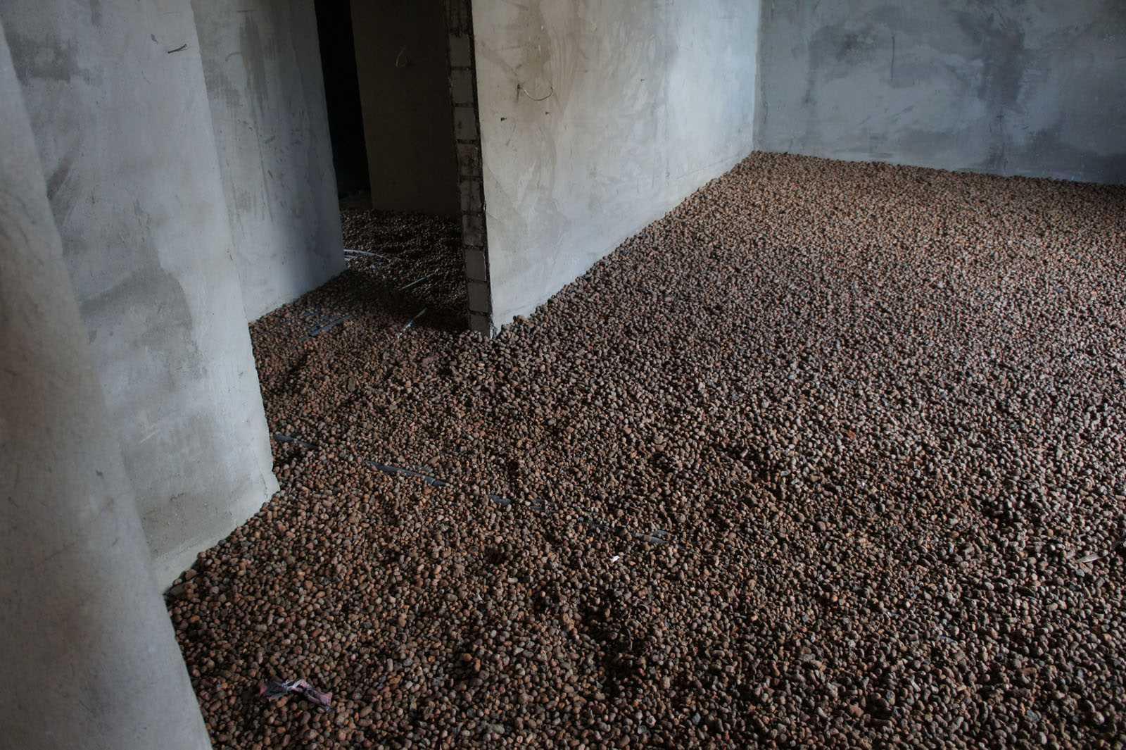 пример гидроизоляции пола квартиры обмазочным способом перед стяжкой