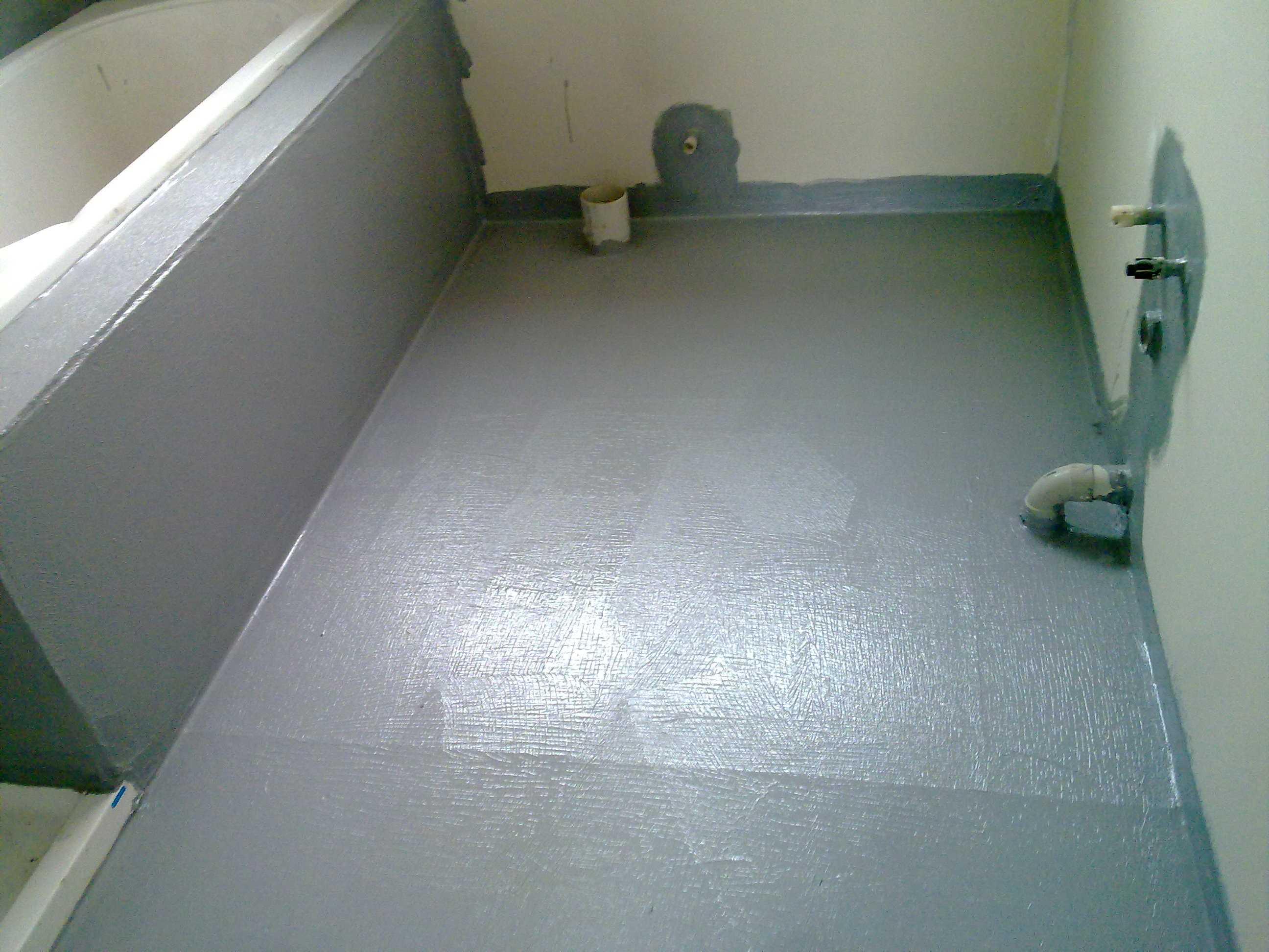 пример гидроизоляции трапа в полу ванной пропиткой с поддоном