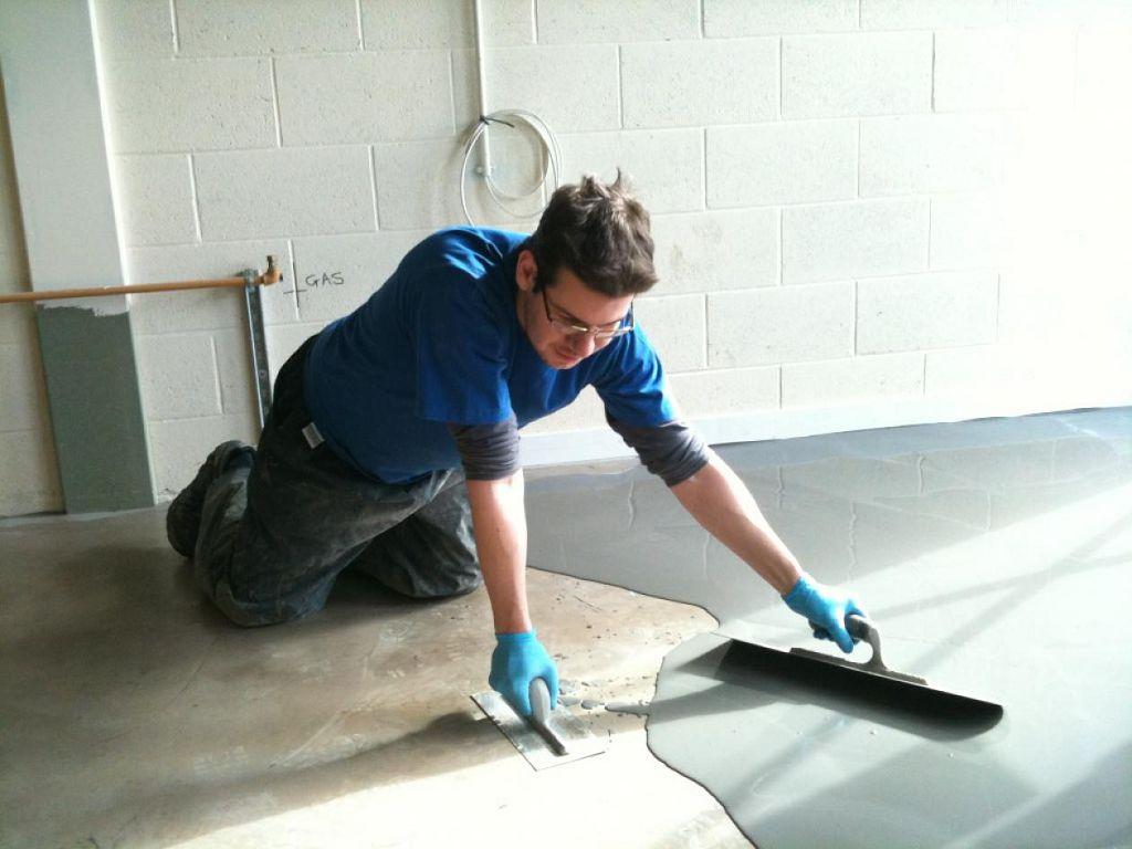 пример применения акрилового наливного пола в ремонте самостоятельно