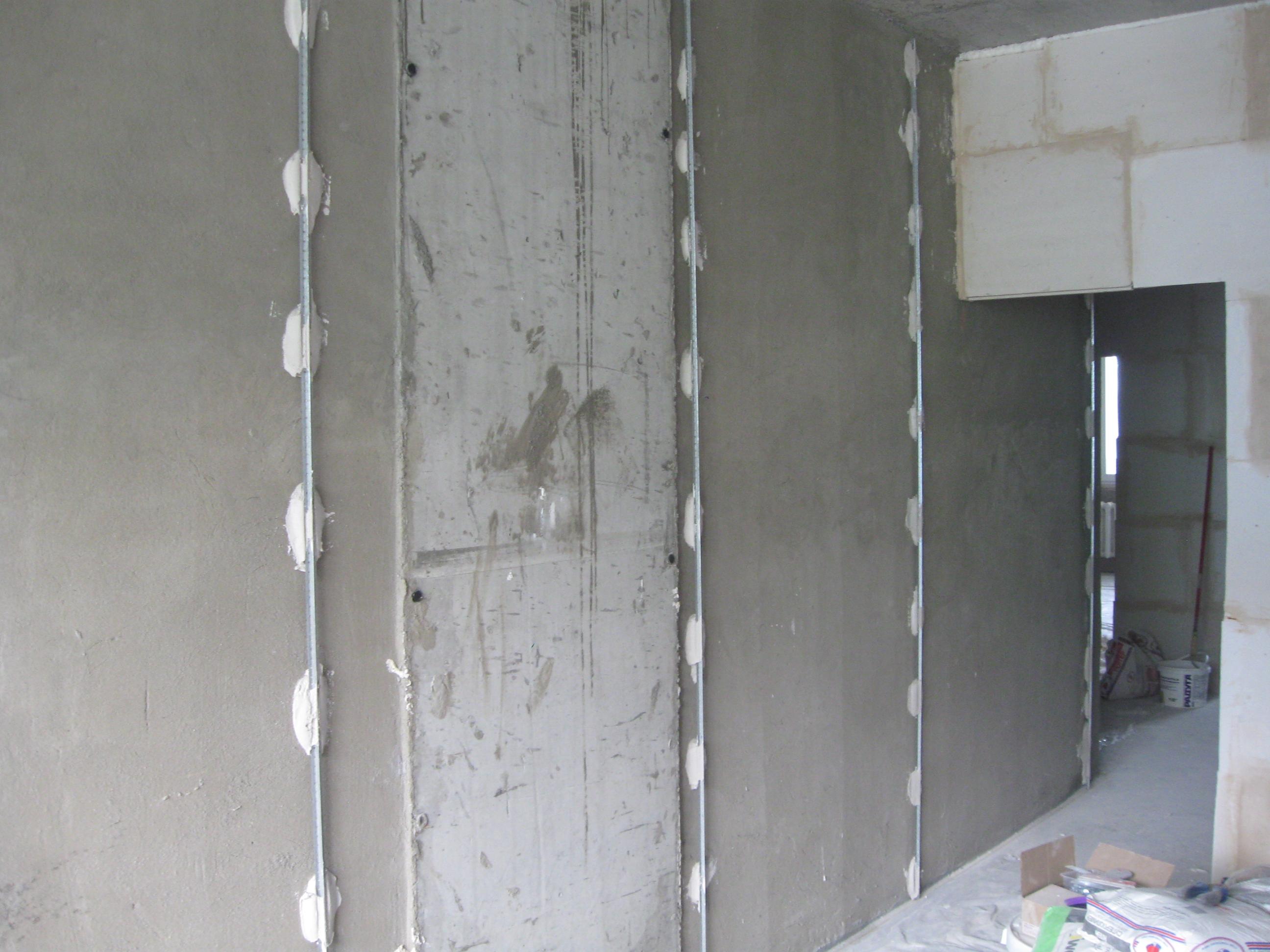 пример применения штукатурки в ремонте комнаты