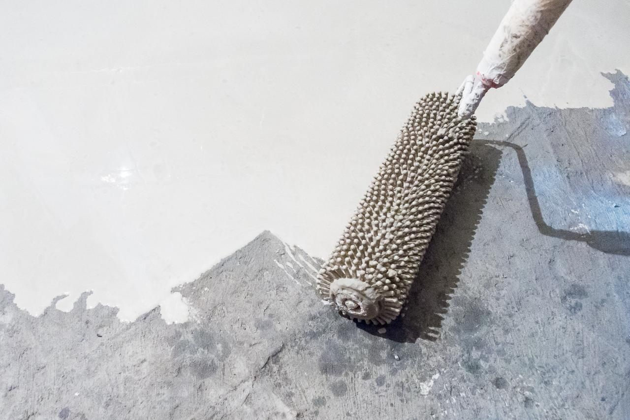 вариант применения акрилового наливного пола в ремонте самостоятельно