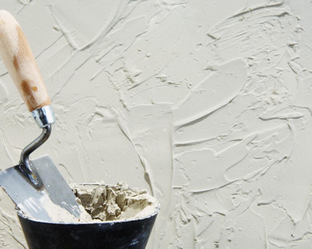 пример отделки стен акриловой шпаклевкой путц в ремонте квартиры самостоятельно