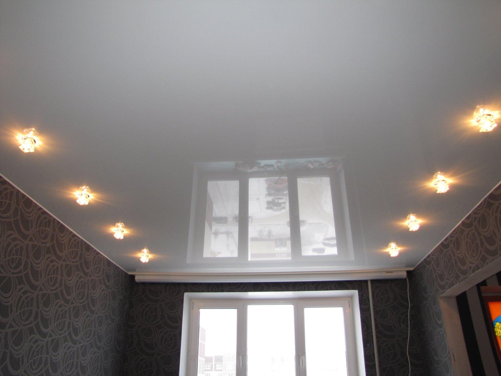 эта освещение в зале с натяжным потолком фото встретила новую
