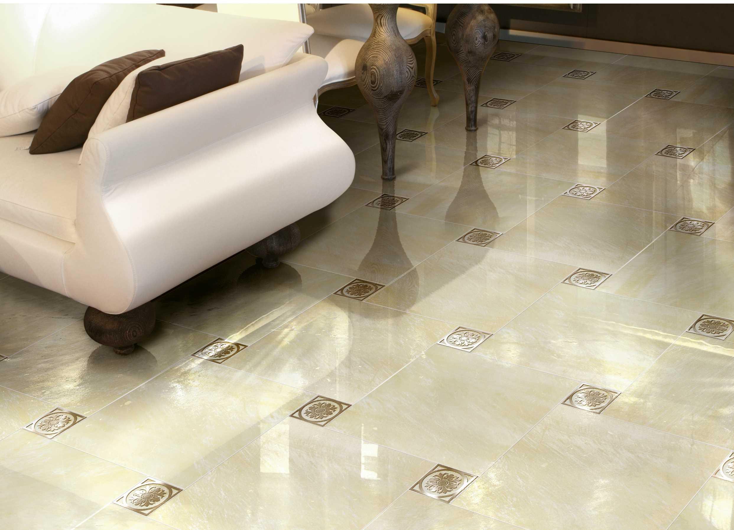 вариант применения бесшовной плитки в ремонте комнаты