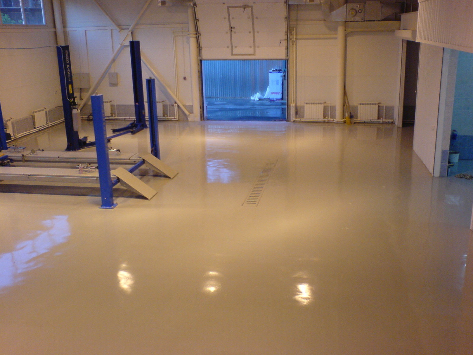 Наливные полимерные полы производитель полиуретановый потолок фото