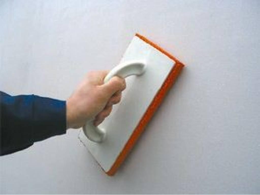 идея использования шлифовки стен в ремонте комнаты