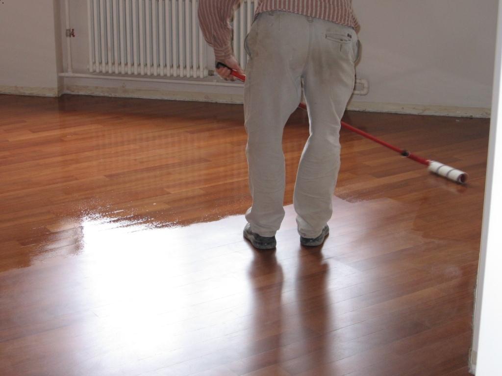 пример применения покрытия ламината в отделке комнаты