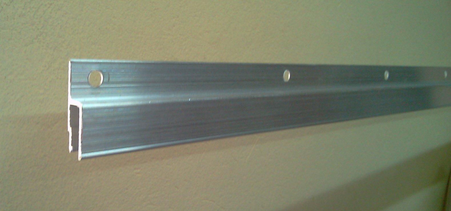 пример применения багета для натяжного потолка в отделке квартиры