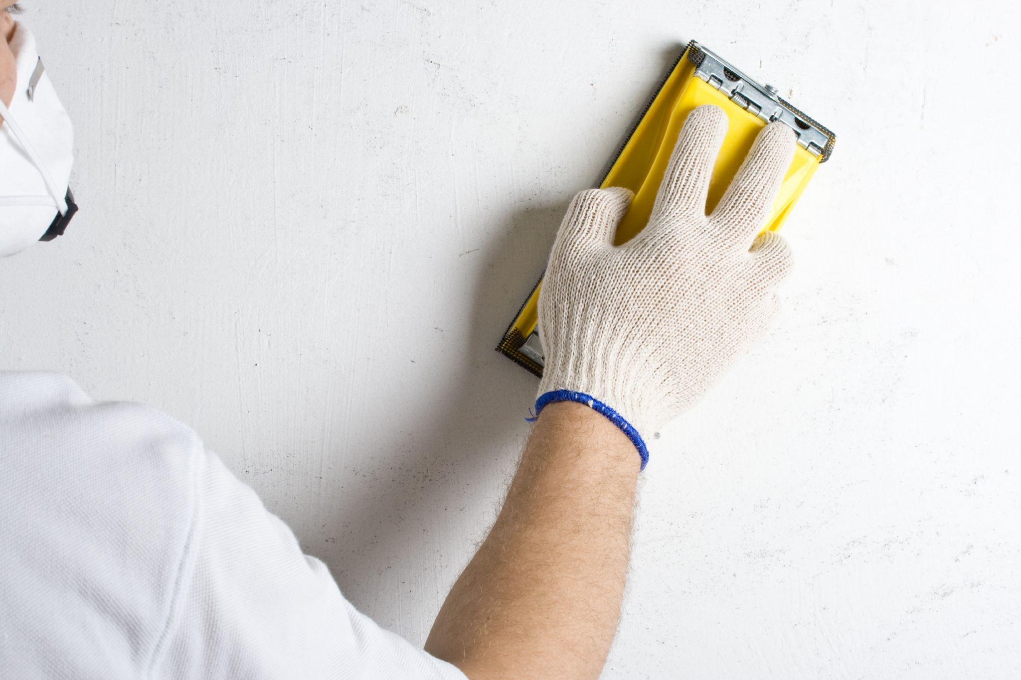 вариант использования шлифовки стен в отделке комнаты
