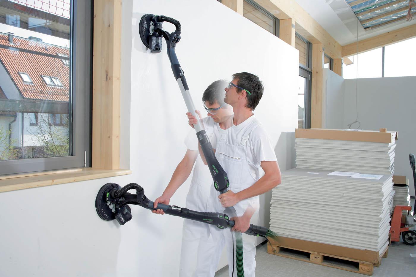 вариант использования шлифовки стен в ремонте комнаты