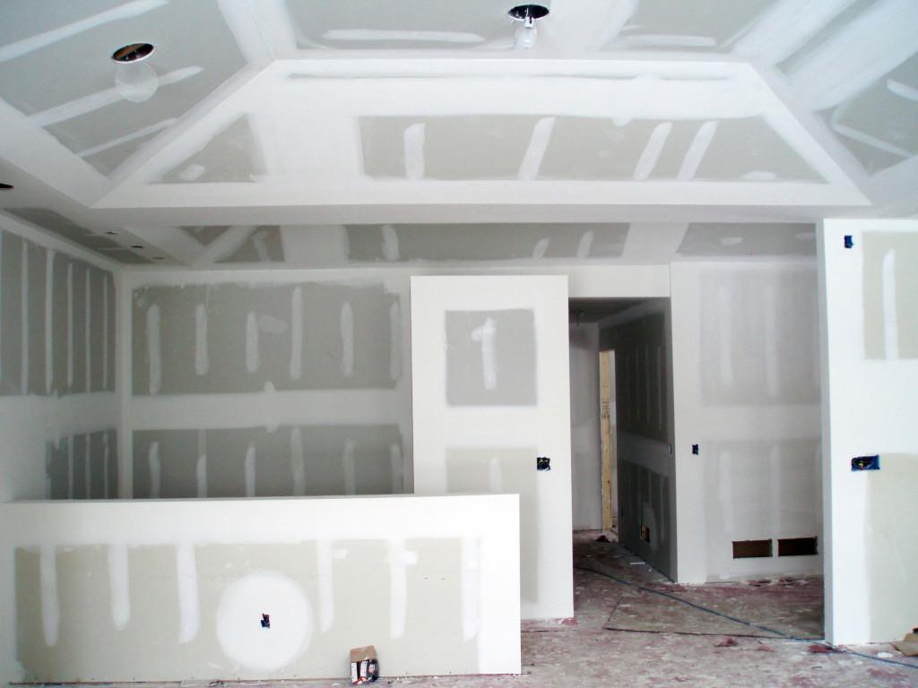 вариант использования шпаклевки гипсокартона под покраску в отделке квартиры
