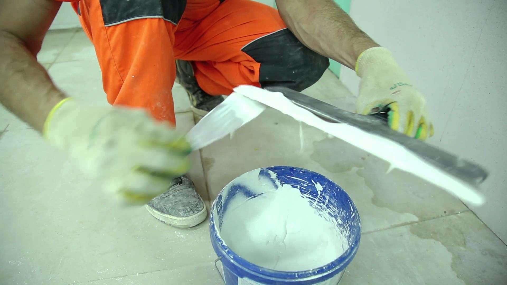 идея применения шпаклевки для стен в ремонте комнаты