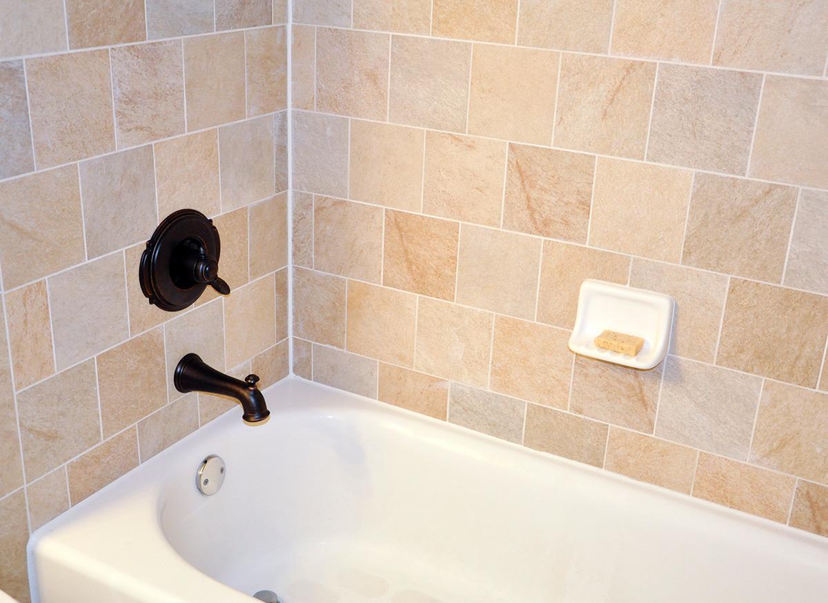 пример применения герметизации в ванной в отделке квартиры
