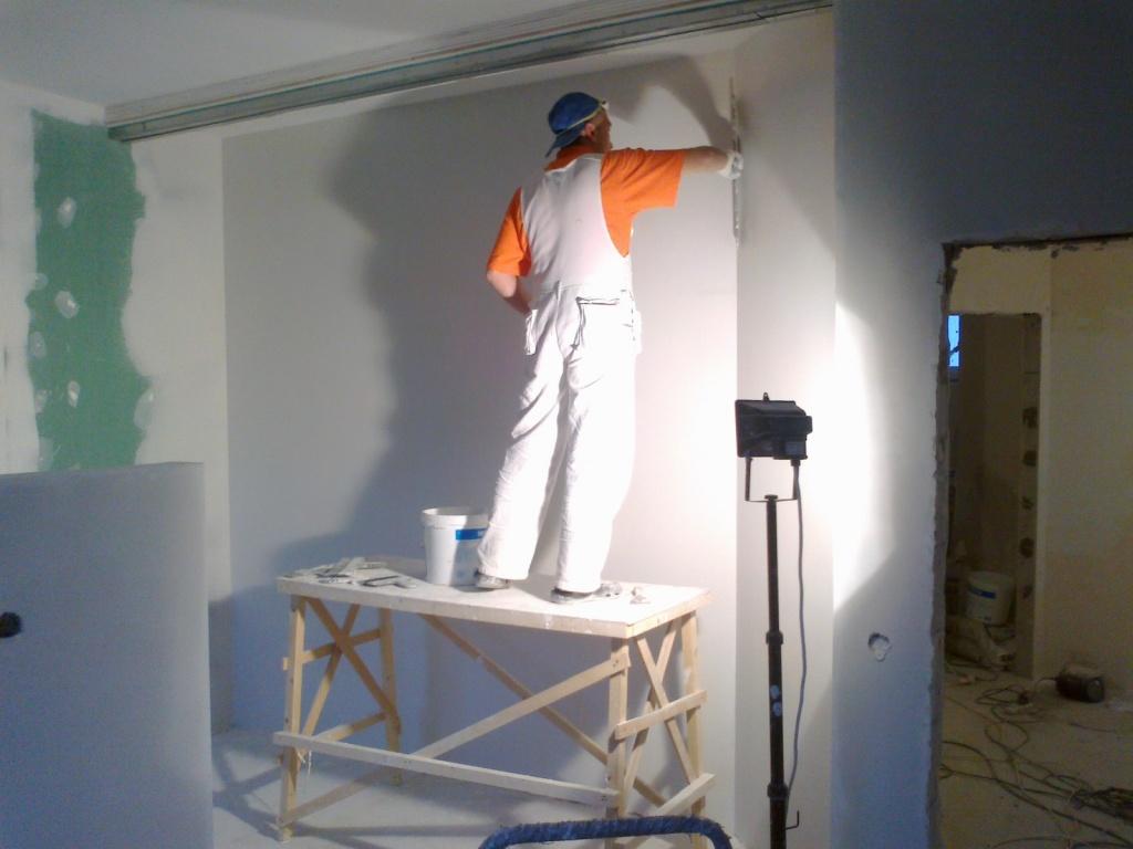 Как шпаклевать стены своими руками финишной шпаклевкой 64